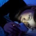 Los efectos negativos de mirar el móvil antes de acostarse